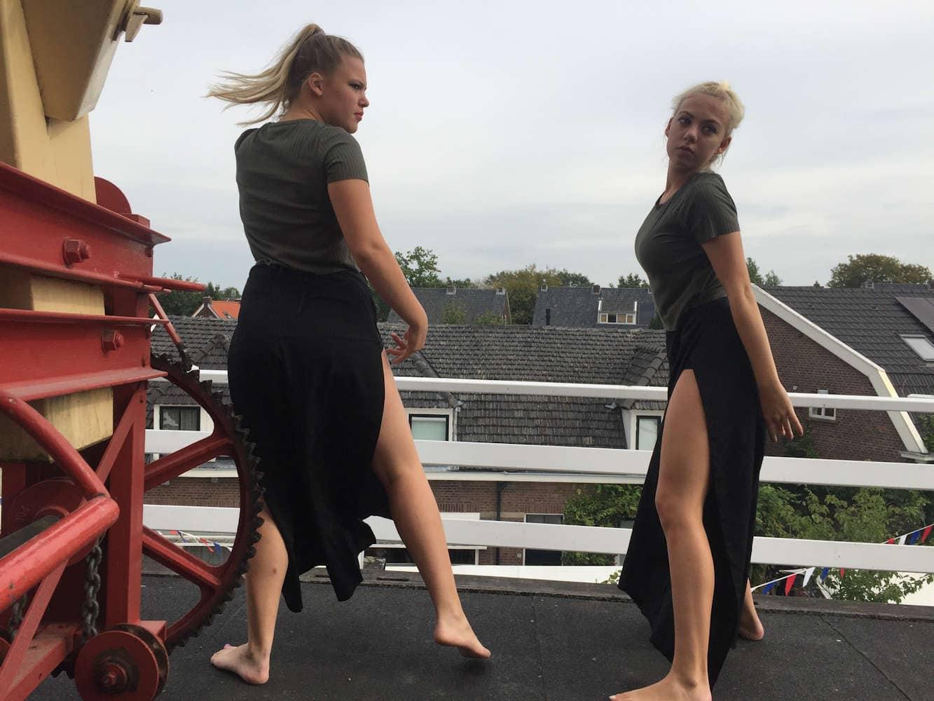 De selectie 14+ mocht de officiele opening doen en danste boven in de molen! Foto Martijn Adelmund