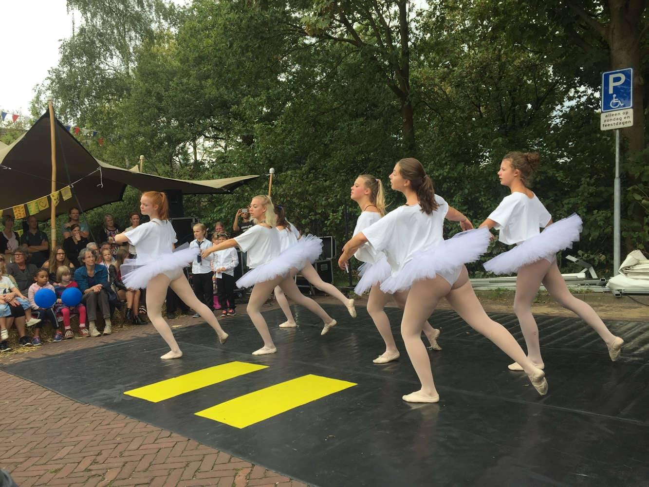 Molenmarkt 2018, op het ons huis podium met Ballet. Foto Martijn Adelmund